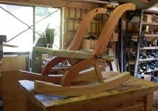柱足部分の組立し部分も曲った木で年輪の切れないよう曲った材を使用しています